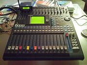 For sale; Yamaha 01V, Gibson 2010 Les Paul, Numark NS7 DJ Turntabel